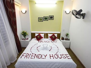 Hanoi Friendly House - Deluxe Room - Kingsize Bed.