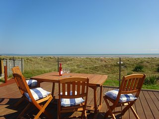 Premier, spacious house with 4 bedrooms Sleeps 10. Direct Access to Beach