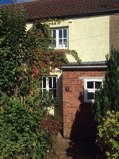 Cosy, Quaint & Ideally Located Cottage