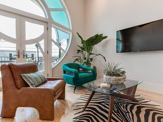 Designer townhouse in prime Austin SoCo district with Gaudi + Art Nouveau style!