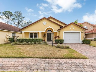 Luxury 4-bedroom, 3-bathroom holiday villa with Pool, Just minutes from Disney!