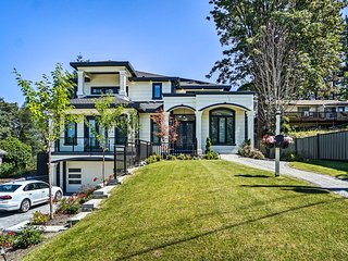 NEW! Luxury Vancouver Home w/Patio & Views of Dwtn