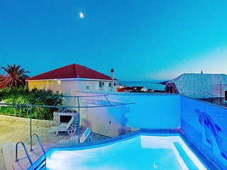Spacious villa, private pool, 3 bedrooms and sea view