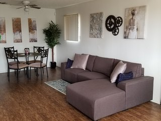 Spacious 1 Bedroom Loft Within Walking Distance of the Strip!