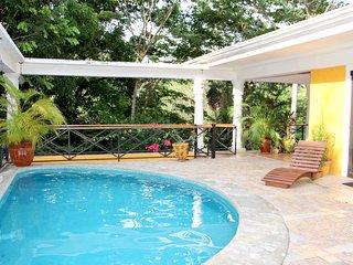 Villa Diosas: 2 Bedroom Penthouse Apartment w/Great Location & Wildlife!