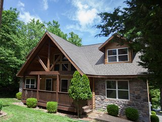 Conveniently Located Exclusive Cabin in the Woods Lodges Table Rock Lake PRIVATE