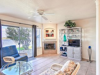 Conveniently located waterfront condo w/ shared pool - walk to the beach!