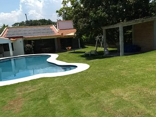 House with pool and Bungalow in Lomas de Cocoyoc, Morelos, Mexico 'Pet Friendly'