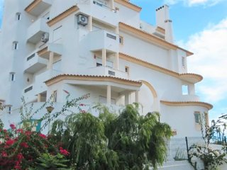 Albufeira Centrally Located Apartment, w/Pool View