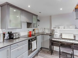 Modern 1BR Flat in Earls' Court w/ Patio