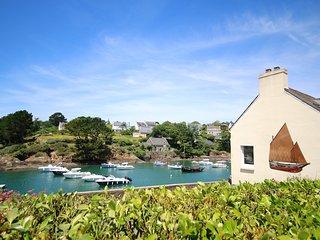 Les pieds dans l'eau pour cette chaleureuse villa, vue mer incontournable !
