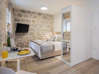 Mediterra Studio Apartment - city center