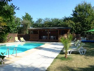 3 Bedroom Family Friendly House With Large Shared Pool And Garden in Caunay