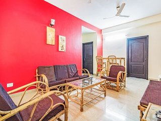 Vibrant 2 BHK with a pool, 900 m from Chapora Beach