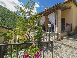 4 bedroom Villa in Monterivoso, Umbria, Italy : ref 5639072