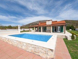 3 bedroom Villa in Vucevica, Splitsko-Dalmatinska Zupanija, Croatia : ref 563906