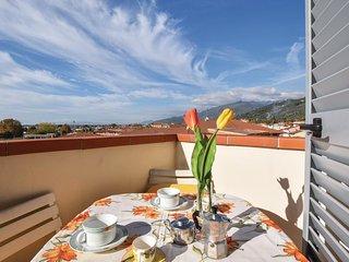 2 bedroom Apartment in Pietrasanta, Tuscany, Italy : ref 5633826