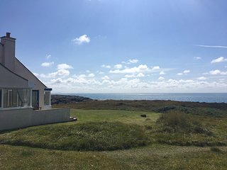 Ty Camp Holiday Cottage; panoramic views, open fire, close to beach and village