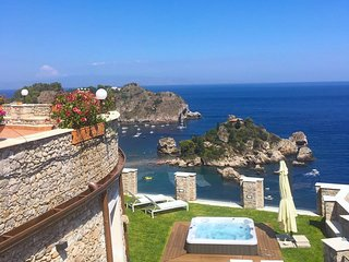 TAORMINA SPARVIERO APARTMENT With Sea View Isola Bella + Jacuzzi