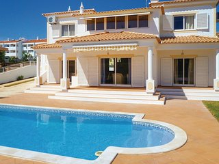 4 bedroom Villa in Galé, Faro, Portugal : ref 5630028