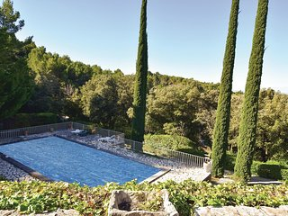 6 bedroom Villa in Seguret, Provence-Alpes-Cote d'Azur, France : ref 5635472