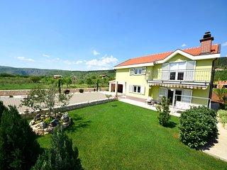 4 bedroom Villa in Juričići, Splitsko-Dalmatinska Županija, Croatia : ref 562749