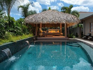 Casa Hall Luxury 4 Bedrooms house just a few steps to the beach