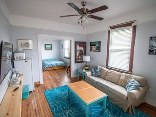 1BR 1BA Independent Apartment off Oak Street.