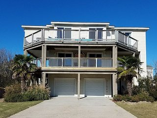 Stunning Beach House, Pool, Cabana Bar, & Hot Tub. 5 min Walk to Beach!