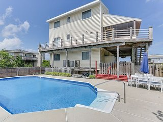 FANTASTIC,Semi-oceanfront beach cottage.Close to sand and surf! Dog friendly!