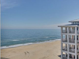 Oceanview Penthouse Condo, in a beachfront development!