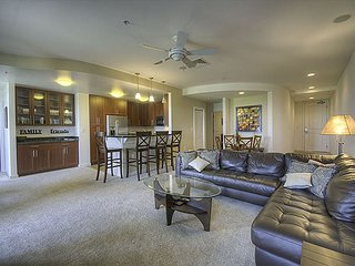 Beautiful direct bayside condo, right off the pool, w/ GORGEOUS sunset views!