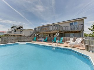 Beautiful 5 bedroom,beach house, with a pool! Sleeps 14!