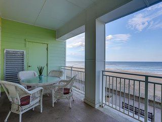 OCEANFRONT Luxury! Vacationer`s Dream A104