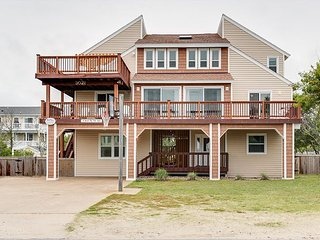 Comfortable Fun Beach Retreat for the Family. 8 bedroom. Sleeps 27!
