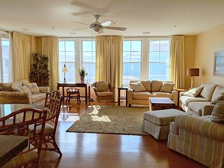 Interior Condo with Pool View located with in complex Right on the beach!