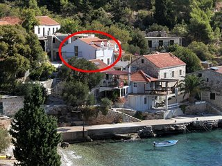 Three bedroom apartment Cove Tvrdni Dolac bay - Tvrdni Dolac (Hvar) (A-8703-b)