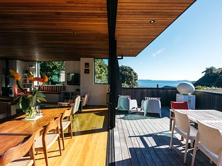 BOATSHED COVE : Coast and Country