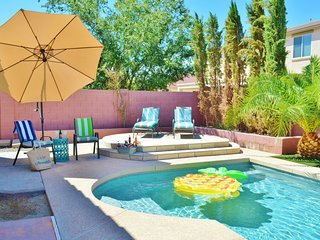 AZ Sunshine is waiting-Sleeps 12 w/2 King Suites- Heated Pool!