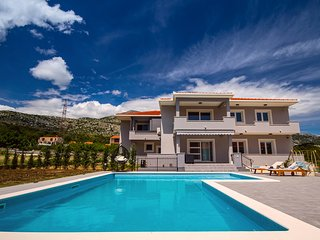 NEW! Apartment VILLA BEGO heated pool with attached jaccuzzi,summer kitchen