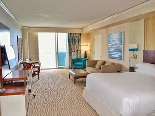 Junior suite, king bed, sofa bed, kitchenette, master bath, washer/dryer