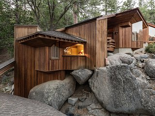 Architect's Dream : Gorgeous Contemporary Cabin with Amazing View