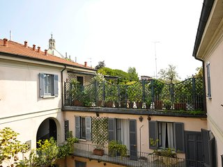 Beautiful apartment on 2 levels with terrace in the centre of Milan