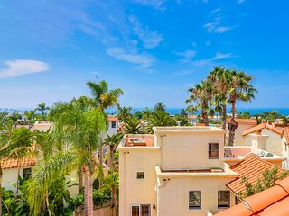 Rooftop View: Gorgeous townhome walking distance to beach, shops and restaurants