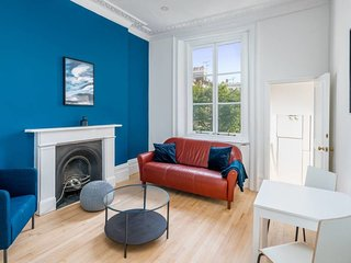 Cosy 2 Bed apt w/Balcony in Notting Hill