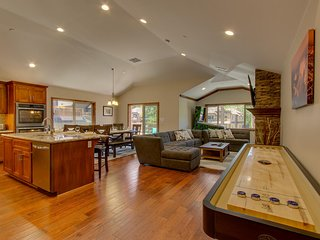 Tahoe Woods Luxury - Shuffleboard, Walk to Beach