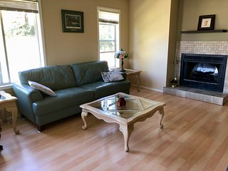 Invermere Two Bedroom-Lovely and Comfy Every Season