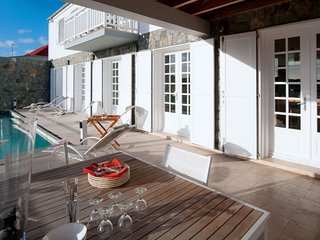 Villa Sur Le Port 2 Bedroom * Near Ocean :: Located in  Tropical Gustavia with P