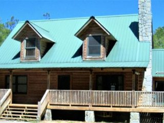 OASIS IN THE WOODS/SPA RETREAT PRIVATE 3 brm Log Chalet INDOOR SPA,.O/D POOL
