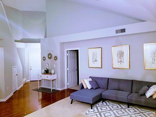 Spacious 3 bedrooms and 3 full baths condo close to metro with free parking!
